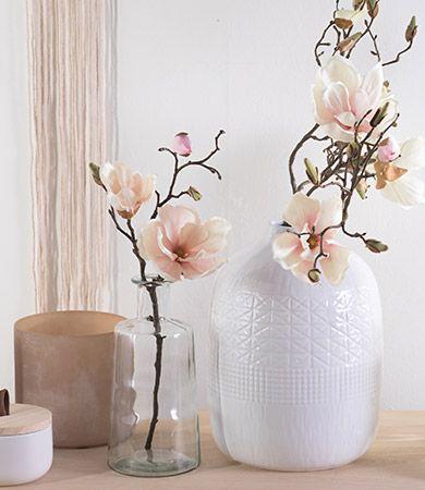 Magnolienliebe. Schlichte Eleganz und zarte Farben kündigen langsam den Frühling an. #homedecor #home #springiscoming #spring #frühling #dekoration #decoration #inspiration #homedecorideas #pink #pastel #frühlingsdeko