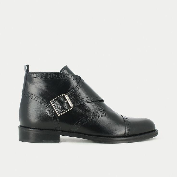 Boots à boucle en cuir perforé noir