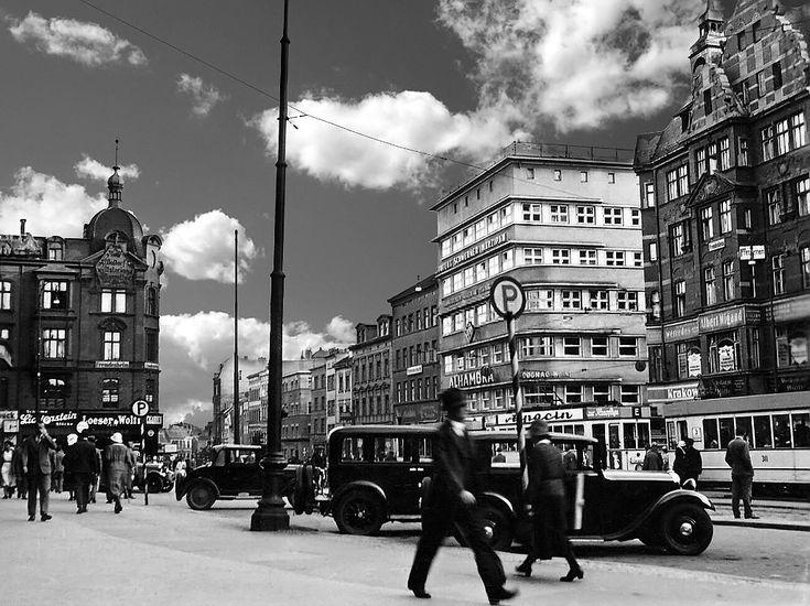 Кенігсберг, вид на готель Берлінер Хоф, та автопарковкою ...