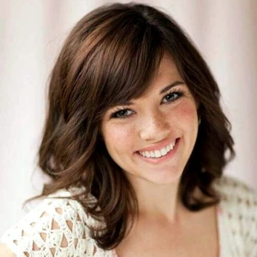 Shoulder length layered hairstyles with side bangs