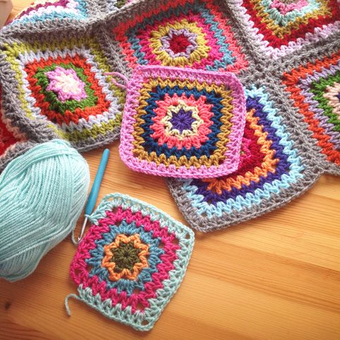 podkins:  V Stitch Granny Square - a great pattern available over at Le Monde de Sucrette