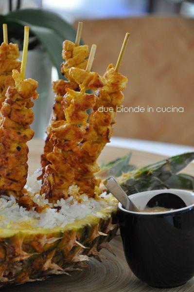 Due bionde in cucina: Satay indonesiani di pollo con salsa di arachidi
