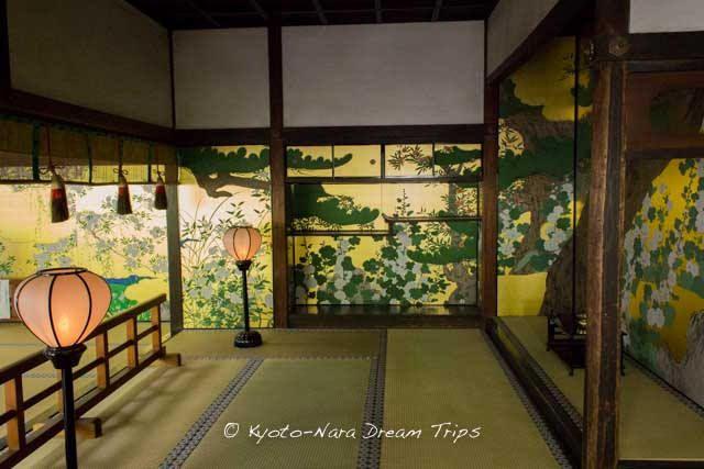 Chishaku-in, Kyoto, Japan 智積院の松に立葵図 飾り棚箇所