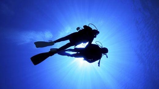 Dykking på eksotiske destinasjoner - Diving couple - KILROY #scuba #underwater