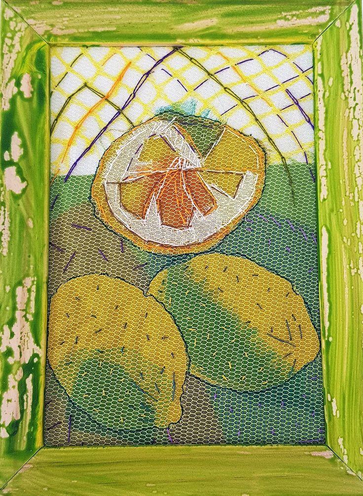 Citroenen - katoen, tule, borduurwerk 13x18cm #textile #recycled textile#embroidery stitch #textile art #wood #frame