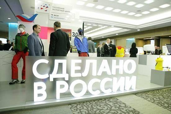 фото: n71.ru В 2016 году экспорт товаров из РФ вырос, по данным Минэкономразвития, более чем на 3,5%. Отечественный бизнес активно наращивает своё присутствие как на традиционных европейских, так и на экзотических азиатских рынках. Впечатляющих успехов удалось добиться в отношениях с Вьетнамом и Ираном. Однако на пути дальнейшей экономической экспансии стоят валютные препятствия, и главные проблемы связаны с долларом США. Странам — членам СНГ, например, выгоднее торговать в американской…