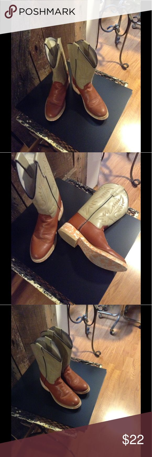 Women cowboy boots Brown and tan leather. Old west Shoes Heeled Boots