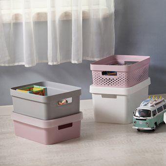 Vanaf nu is je keuken, kantoor en kinderkamer lekker geordend! Berg alle knutselspullen of papieren netjes op in de Infinity opbergboxen. Wil je de boxen opstapelen of goed afsluiten? Combineer ze dan met een bijpassende deksel.