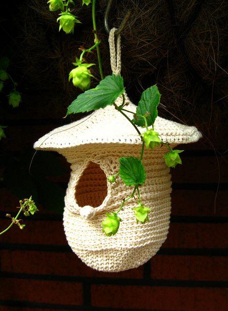 Crochet birdhouse.: Crochet Birds, Birds Nests, Birds Feeders, Little Birds, Birds Houses, Houses Ideas, Crochet Patterns, Crochet Birdhouses, Crochet Knits