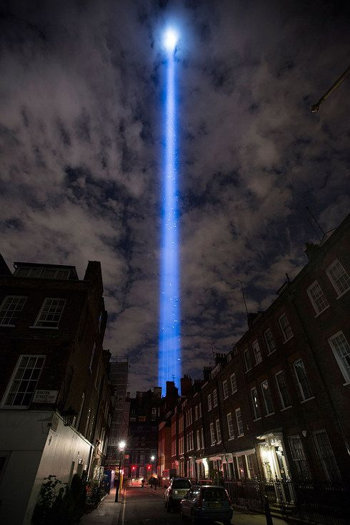 It can be seen for miles around. | Spine-Tingling Photos Of London As It Remembers World War I