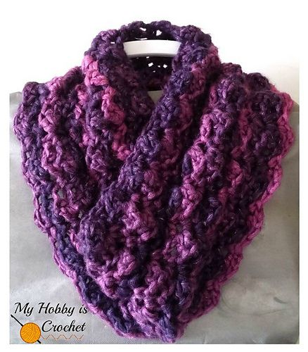 The Paris Cowl is a soft and cozy crochet cowl that works up very fast and uses only one ball of yarn. The name of this cowl pattern comes from the stitch pattern used, the Paris Stitch.