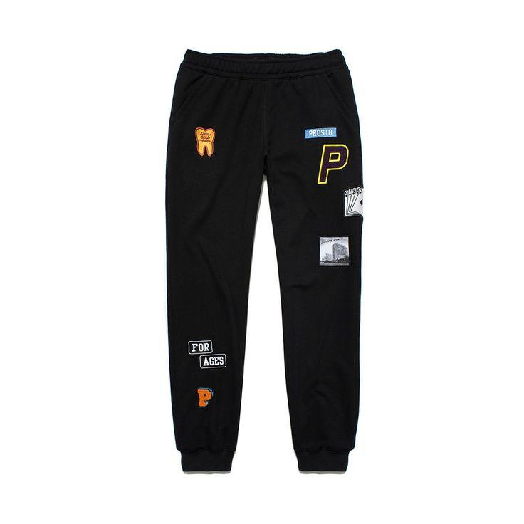 Spodnie Dresowe SCOUT BLACK Męskie baweniane spodnie dresowe. Na nogawkach rozmieszczone naszywki wykonane różnymi technikami.
