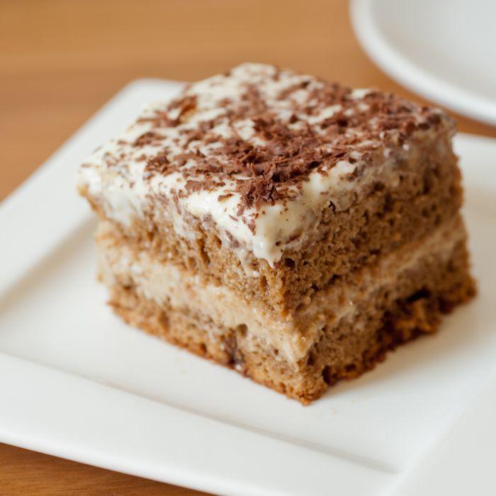 Ciasto kawowe (kawowiec) dodatkowo  nasączyć ciasto, można dodać jakieś owoce…