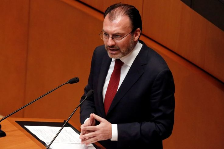 © Reuters. Mexico's Foreign Secretary Luis Videgaray speaks during a meeting at the Senate in Mexico City          MEXICO CITY (Reuters) – Mexico's Foreign Minister Luis Videgaray said on Monday his government was preparing a macroeconomic response along with the ...