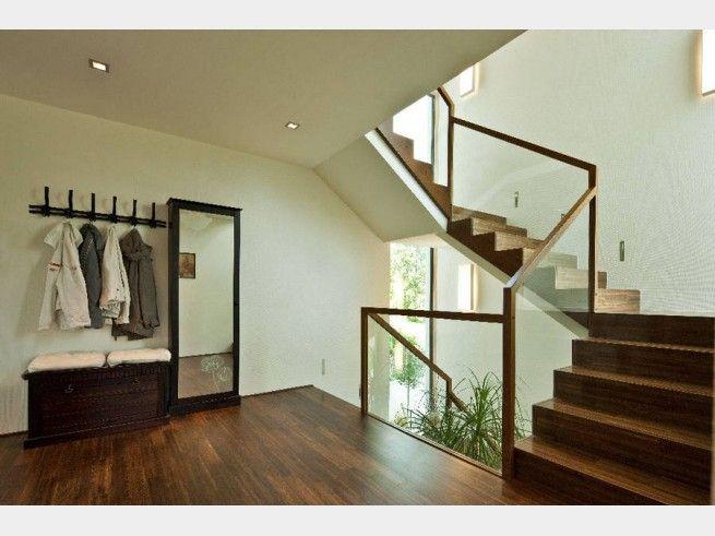 Diele im Architektenhaus Collmann mit Flachdach und Garage im Bauhausstil
