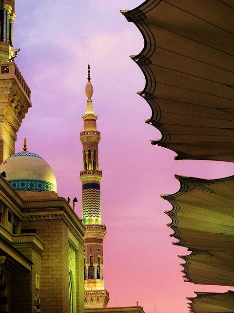 Masjid An Nabawi, Madinah. Sunset in Madinah by Maryam Mushtaq, via Flickr