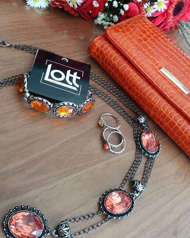 Cores vibrantes também são chiques 👌  Apaixonada por esses acessórios 😍😍😍 Snapchat LOJASLOTT 📱Disponível na loja física ou pelo whatsaap (18) 99610-3513. 💻 Acesse nosso site www.lottstore.com.br  #colar #maxicolar #anel #pulseira #pingente #modafeminina #moda #modinha #moderna #fashion #style #estilo #tendencia #acessorios #acessories #lottstore #colar #maxicolar #bijouteria #brinco #bijoux #iloveit #biju