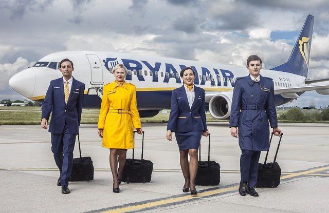Ryanair está a seleccionar 300 novos assistentes de bordo para Lisboa, Porto e Faro