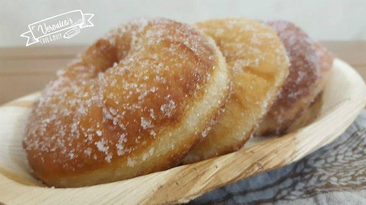 Volete fare colazione o merenda con qualcosa di davvero sfizioso? Allora vi consiglio queste golosissime graffe zuccherose.