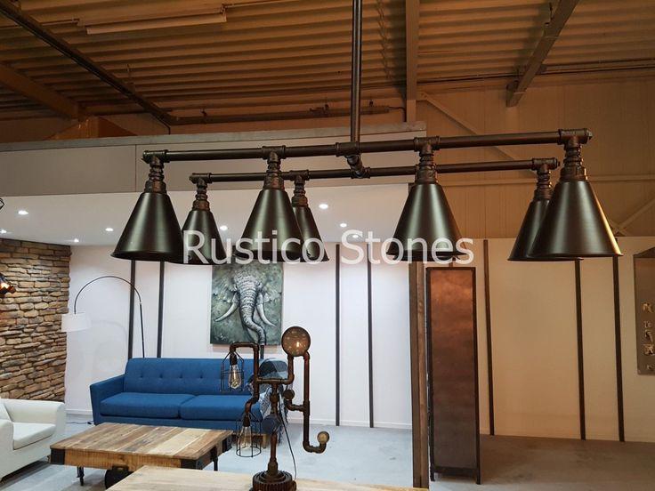 """#Retro, #industriële lamp. Geïnspireerd door traditionele ijzeren waterleidingen, wordt deze hanger gemaakt van smeedijzer om een retro gevoel toe te voegen aan uw huis. 8 interfaces in trompetachtige behuizingen, het """"water pipe concept"""". Met behulp van de bij behorende bollen kunt u zijn #vintage look nog meer versterken. Exclusief lampen."""