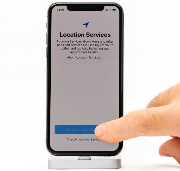 How To Stay Private By Preventing Your Phone From Tracking You In 2020 Phone Iphone Find My Friends