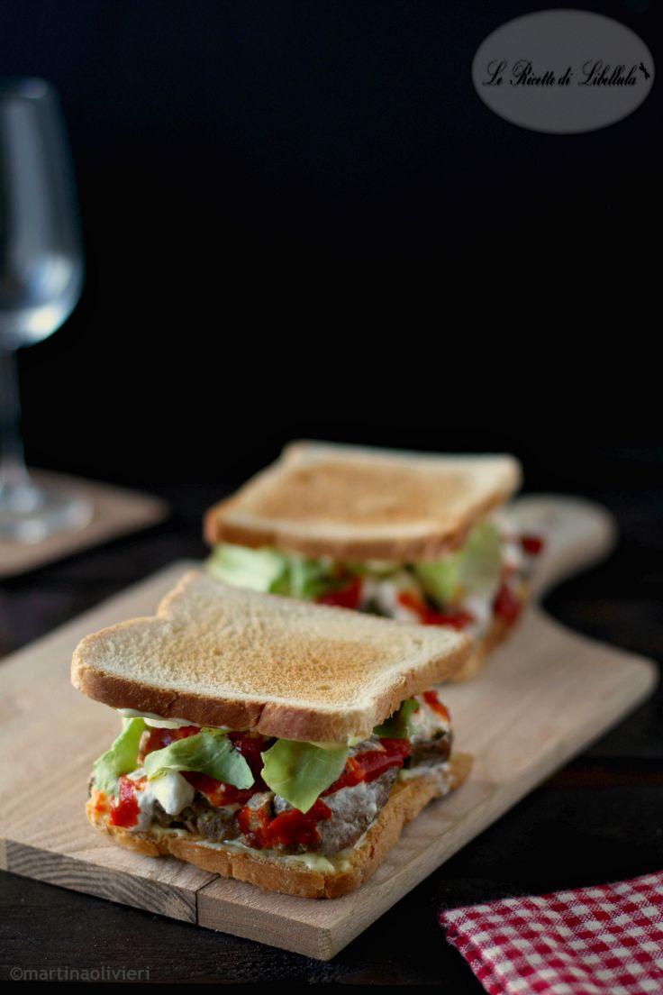 sandwich con straccetti di carne e burrata