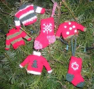 Tiny knit Christmas ornaments ~Craftster.org Crafted Christmas Ornaments ...