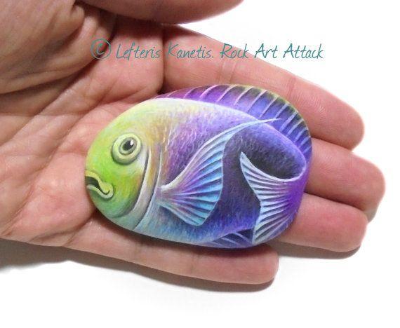 Peces de colores mano pintada piedra Iman Está por RockArtAttack