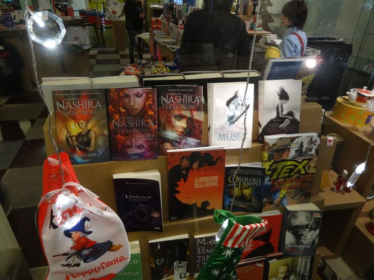 La vetrina del nostro Bookshop allestita in occasione del Cavacon, il Festival del fumetto e della letteratura Fantasy. 4,5,6 gennaio 2014 a Cava de'Tirreni (sa) - Italy, Campania