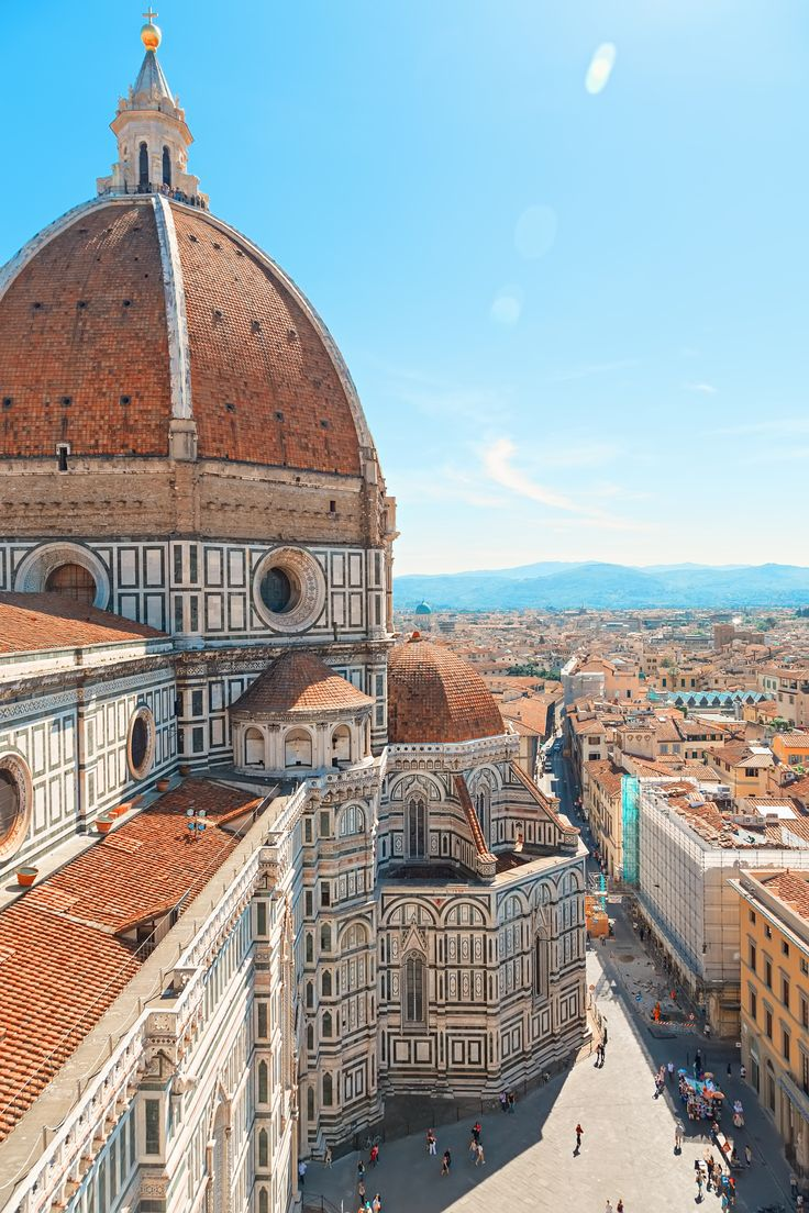 Florence, een onvergetelijke Italiaanse stad  ✈✈✈ Don't miss your chance to win a Free Roundtrip Ticket to Florence, Italy from anywhere in the world **GIVEAWAY** ✈✈✈ https://thedecisionmoment.com/free-roundtrip-tickets-to-europe-italy-florence/
