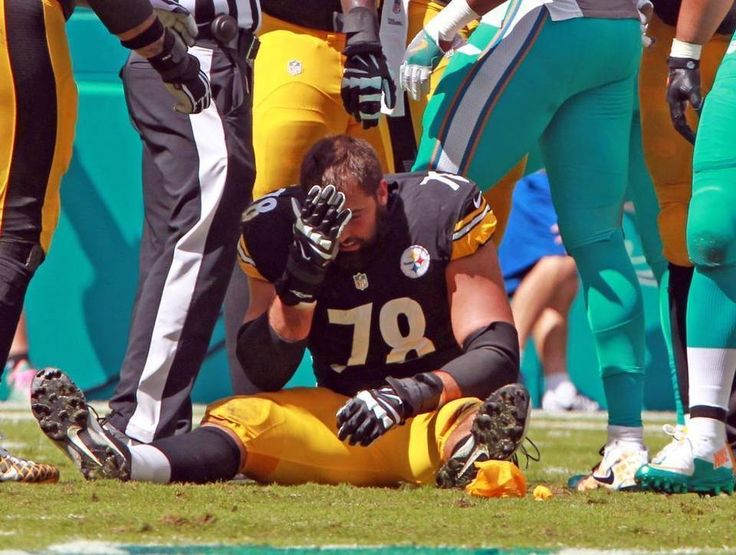 Steelers vs. Dolphins:     October 16, 2016  -  30-15, Dolphins  -     Pittsburgh Steelers Alejandro Villanueva 78, looses his helmet in the first quarter as they play the Miami Dolphins at Hard Rock Stadium in Miami Gardens, Florida, October 16, 2016.