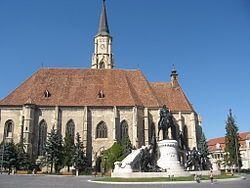 A Mátyás-szobor és a Szent Mihály-templom