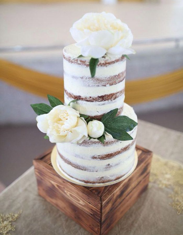 We're crazy obsessed with two-tiered cakes for so many reasons. They're freaking adorable AND inexpensive compared to their taller counterparts.