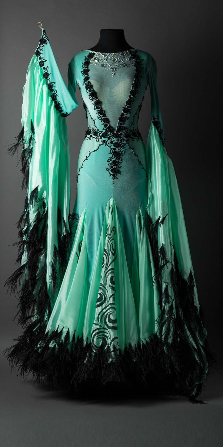 Mint velet standard with flowers and black feathers