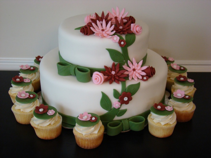 Summer Wedding Cake and Cupcakes