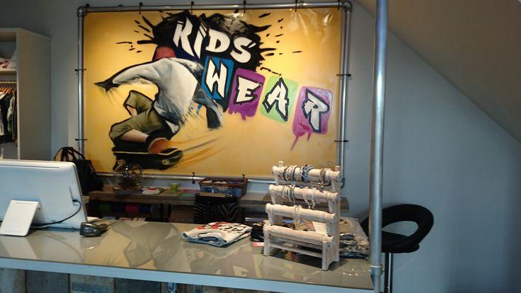 Kinderkledingwinkel @Kidswear (www.kidswear.nl) is helemaal ingericht met de #buizen en #buiskoppelingen van www.buiskoppelingshop.nl    Zie hier het eindresultaat, onze complimenten!  #kleding #winkel #kledingrek #reclame #reclamedoek #doek