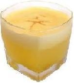 Un riquísimo Pisco de Oro  2 onzas de pisco  2 onzas de zumo de maracuyá  2 onzas de jarabe de goma