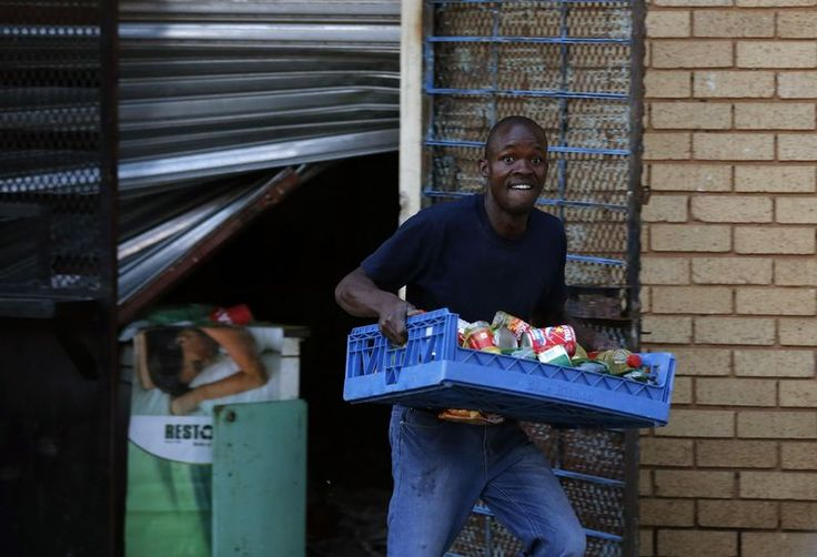 Caught In The Act: 20 Shocking Photos Of Bold Daylight Looting In South Africa