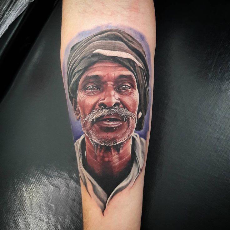 Homem em realismo criado por Fernando Tampa.  #tattoo #tatuagem #art #arte #realismo #colorido #homem