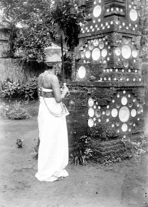Balinese priest during ceremony, 1910-1930