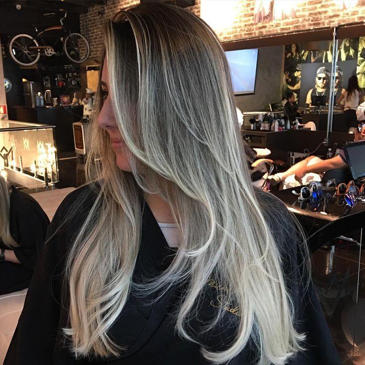 Loiro lindo e chique! Seja autêntica, cabelo chique é NATURAL, sem mechas marcadas! MV #reidasloiras #loirosperfeitos #semtonalizante #blondehair #michelvidal #loirosplatinados #michelvidalstudio #sosloiras