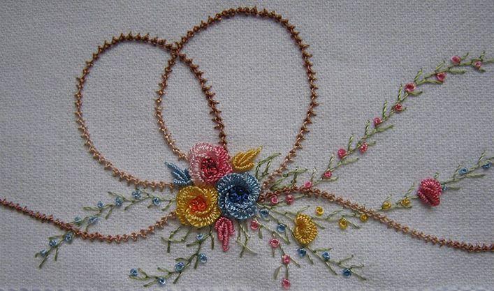 Como bordar o PONTO GRILHÃO ou PALESTRINA  ( esse cordão marron ): https://www.youtube.com/watch?v=hgdOzz3eIlE