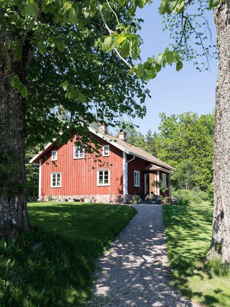Lantliv.com visar fotografen Carina Olanders hus från 1800-talet.