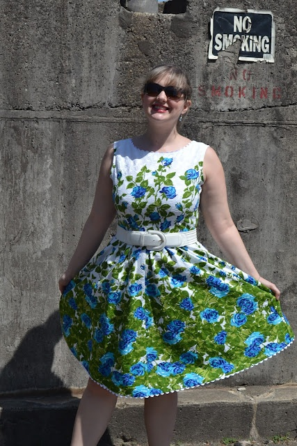 Great use of panelled fabric and notions for this vintage-inspired floral summer dress.Summer Dresses, Panels Fabrics, Style, Rose Parties, Parties Dresses, Erika, Rose Dresses, Ricrac, Blue Roses