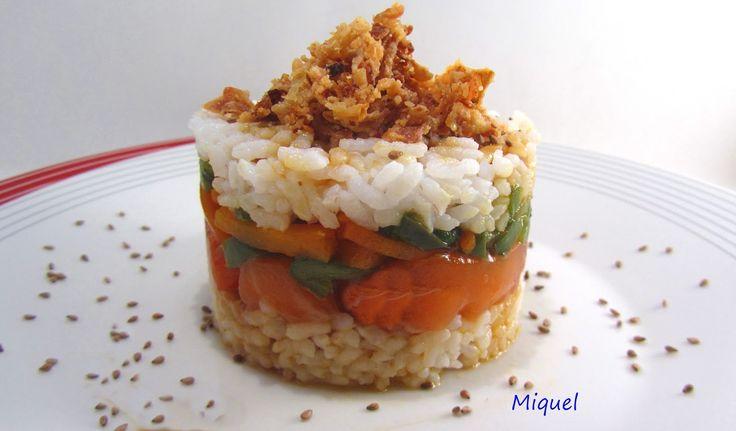 Ingredientes 4 personas:   250 gr de salmón congelado o si es fresco (congelar lo previamente 48 horas)   Verduras cortadas en basto...
