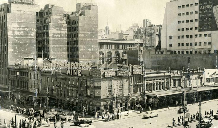 1960 Young & Jacksons Hotel, Cnr Flinders & Swanston