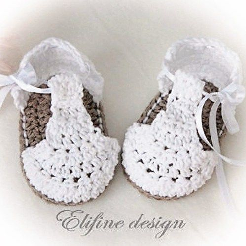 White Booties Featured on CrochetSquare.com ༺✿ƬⱤღ http://www.pinterest.com/teretegui/✿༻