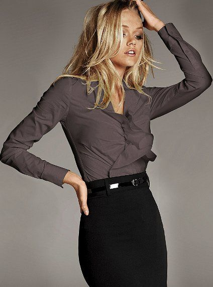 Chic Professional Woman Work Outfit. Great work outfit. Really loving the belted pencil skirt!
