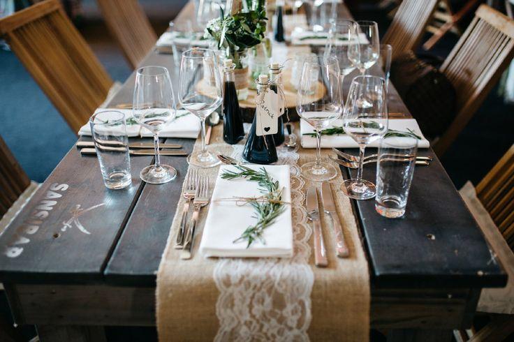 Tischdeko zur Hochzeit im Vintage-Stil  Foto: Verena Hohmann Fotografie