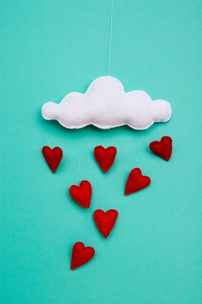 Girlanden  Wimpelketten - Mobile Girlande Herzen Wolke Dekoration - ein Designerstück von Stoffdekor bei DaWanda
